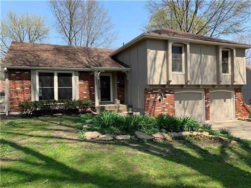 Photo of 10926 W 100th Place, Overland Park, KS 66214 (MLS # 2214999)