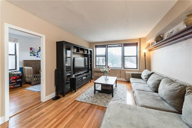 Photo of 575 Bronx River Road #5C, Yonkers, NY 10704 (MLS # 5123281)