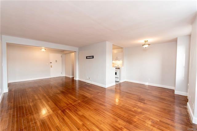 Photo of 3 Sadore Lane #7J, Yonkers, NY 10710 (MLS # 5124485)