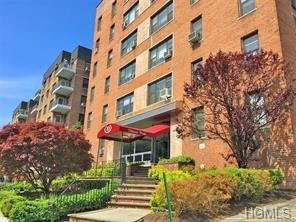 Photo of 10 North Broadway #4A, White Plains, NY 10601 (MLS # 4846941)