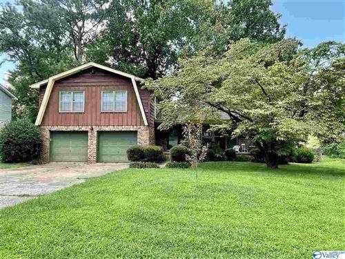 Photo of 11306 Woodcrest Drive SE, Huntsville, AL 35803 (MLS # 1786226)