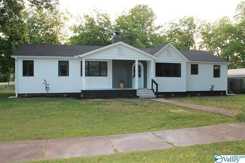 Photo of 25 3RD AVENUE, FALKVILLE, AL 35622 (MLS # 1144358)