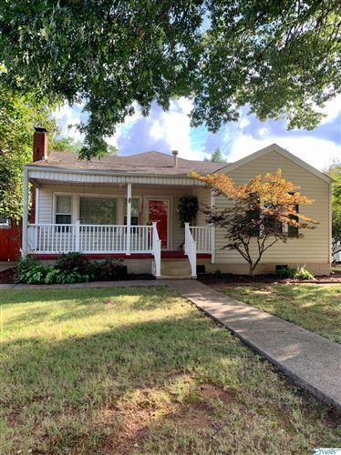 Photo of 2719 Thornton Circle SW, Huntsville, AL 35801 (MLS # 1792500)