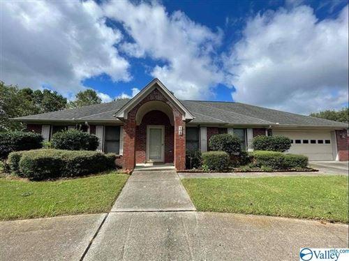Photo of 108 Crown Oak Lane NW, Huntsville, AL 35806 (MLS # 1791650)