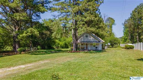 Photo of 14 County Road 1005, Fort Payne, AL 35967 (MLS # 1780748)