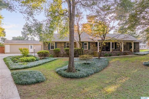 Photo of 136 South View Drive NW, Huntsville, AL 35806 (MLS # 1793762)