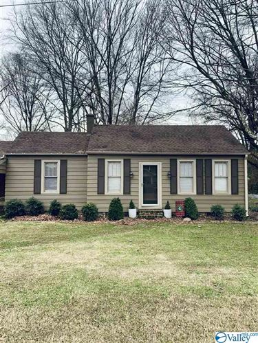 Photo of 609 W WEST PRYOR STREET W, ATHENS, AL 35611 (MLS # 1135901)