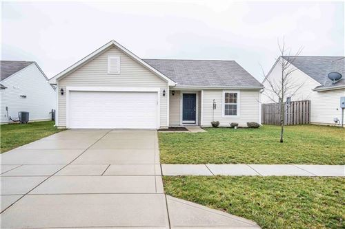 Photo of 621 Grassy Bend Drive, Greenwood, IN 46143 (MLS # 21691001)