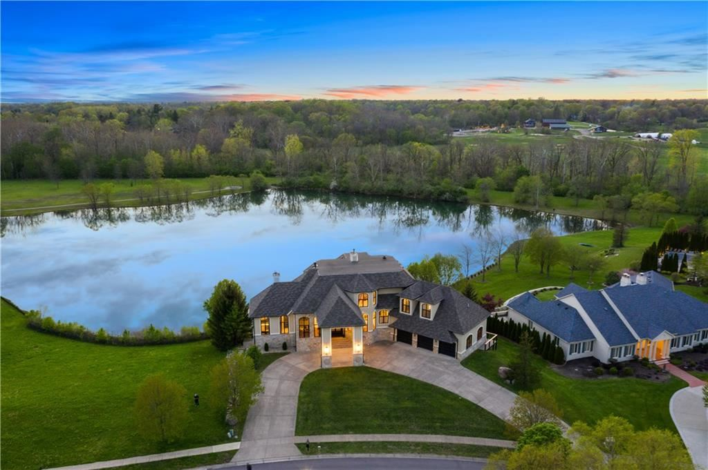 Photo of 8816 Waterside Drive, Indianapolis, IN 46278 (MLS # 21699042)