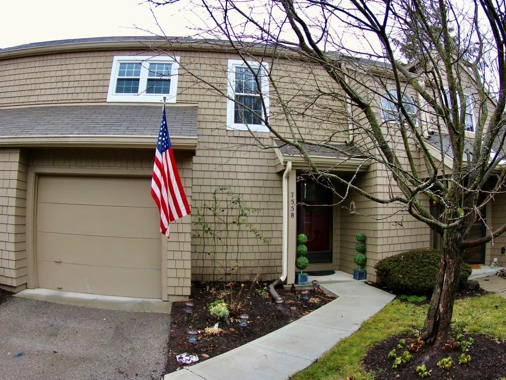 Photo of 7558 Harbour Isle, Indianapolis, IN 46240 (MLS # 21763074)