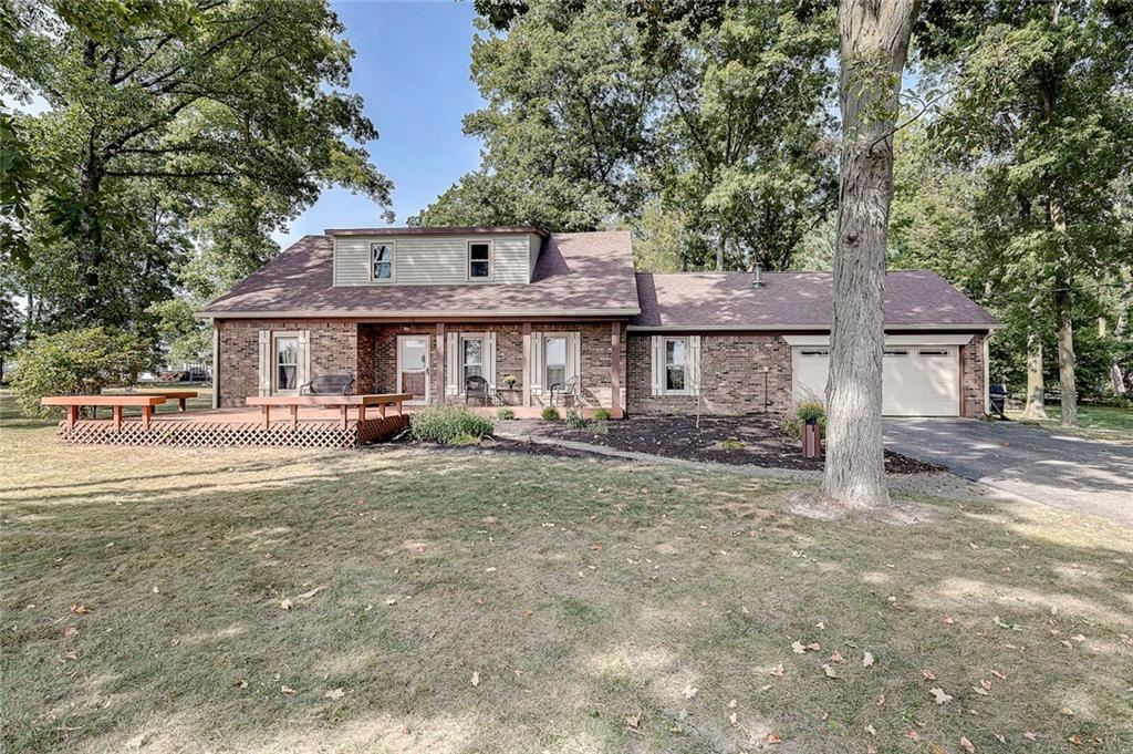 Photo of 936 West County Road 550 S, Clayton, IN 46118 (MLS # 21740077)