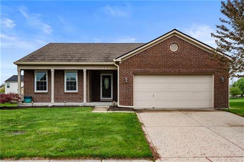 Photo of 1307 Oak Lake Lane, Brownsburg, IN 46112 (MLS # 21782082)