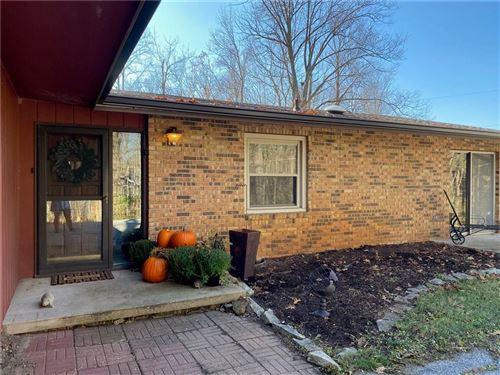 Photo of 557 Century Oaks Drive, Zionsville, IN 46077 (MLS # 21752109)