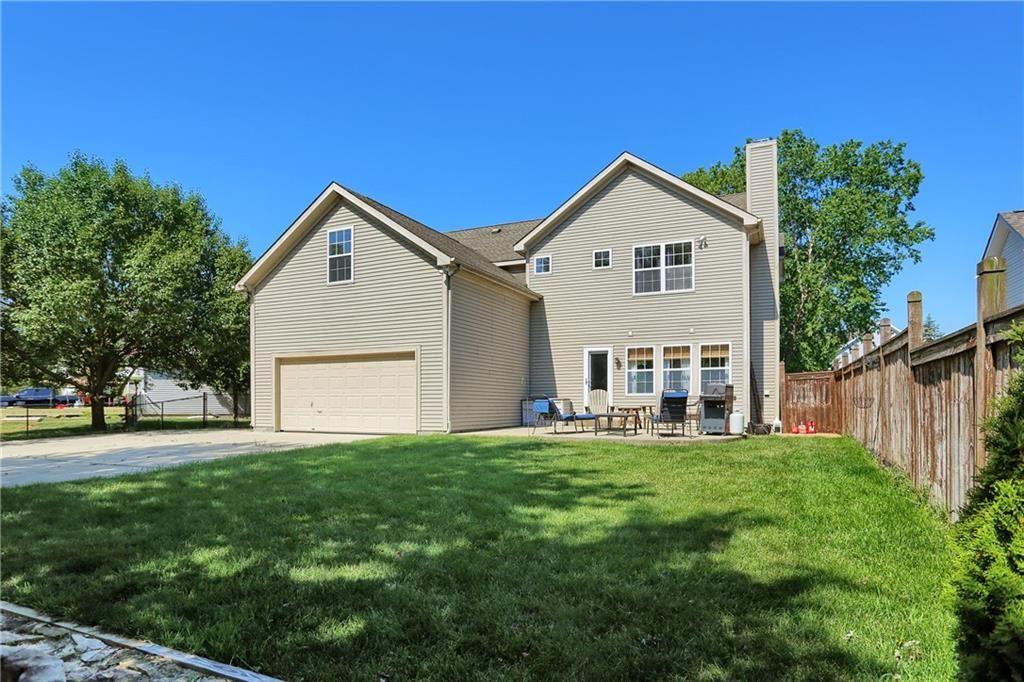 Photo of 55 Carriage Lake Drive, Brownsburg, IN 46112 (MLS # 21720116)