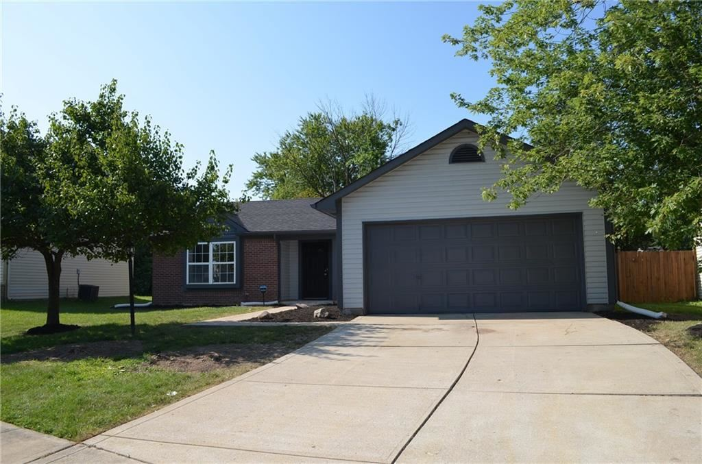 Photo for 11353 Shady Hollow, Indianapolis, IN 46229 (MLS # 21659137)