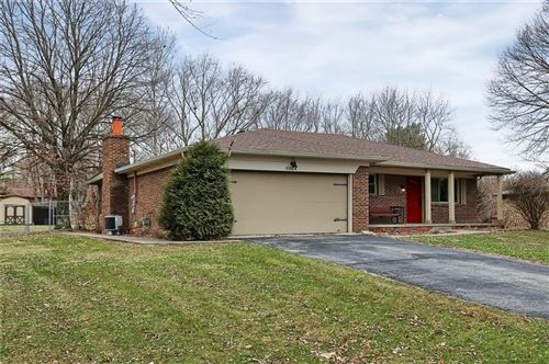 Photo of 3014 Hornaday Drive, Greenwood, IN 46143 (MLS # 21686160)