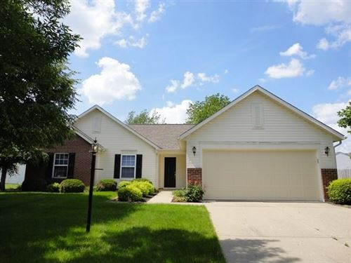 Photo of 708 Downing Drive, Greenwood, IN 46143 (MLS # 21691161)