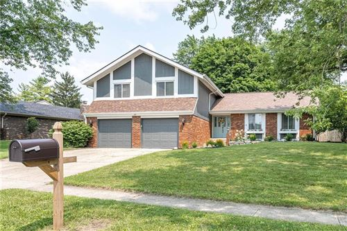 Photo of 20 Irongate Drive, Zionsville, IN 46077 (MLS # 21800223)