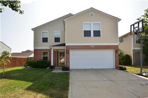 Photo of 785 Wheatgrass Drive, Greenwood, IN 46143 (MLS # 21740241)