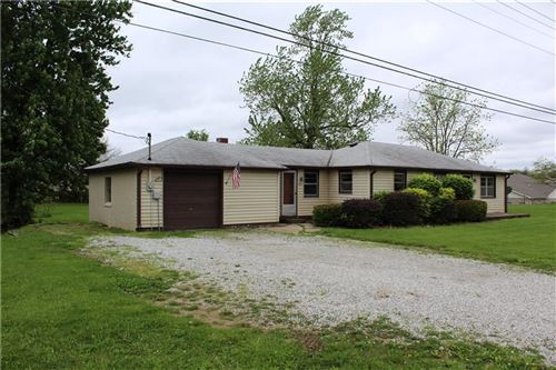Photo of 3221 West SMITH VALLEY Road, Greenwood, IN 46142 (MLS # 21711291)