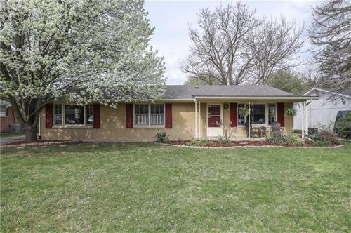 Photo of 714 SUNSET, Greenwood, IN 46142 (MLS # 21774320)