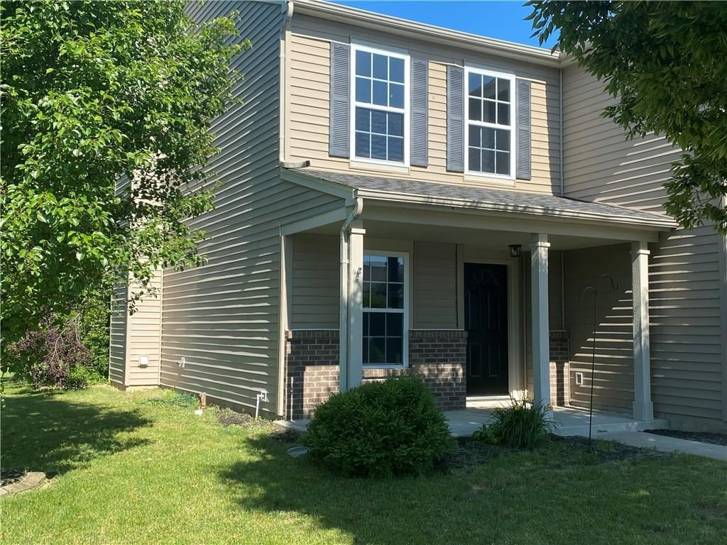 Photo of 353 Parkview Drive, Danville, IN 46122 (MLS # 21716344)