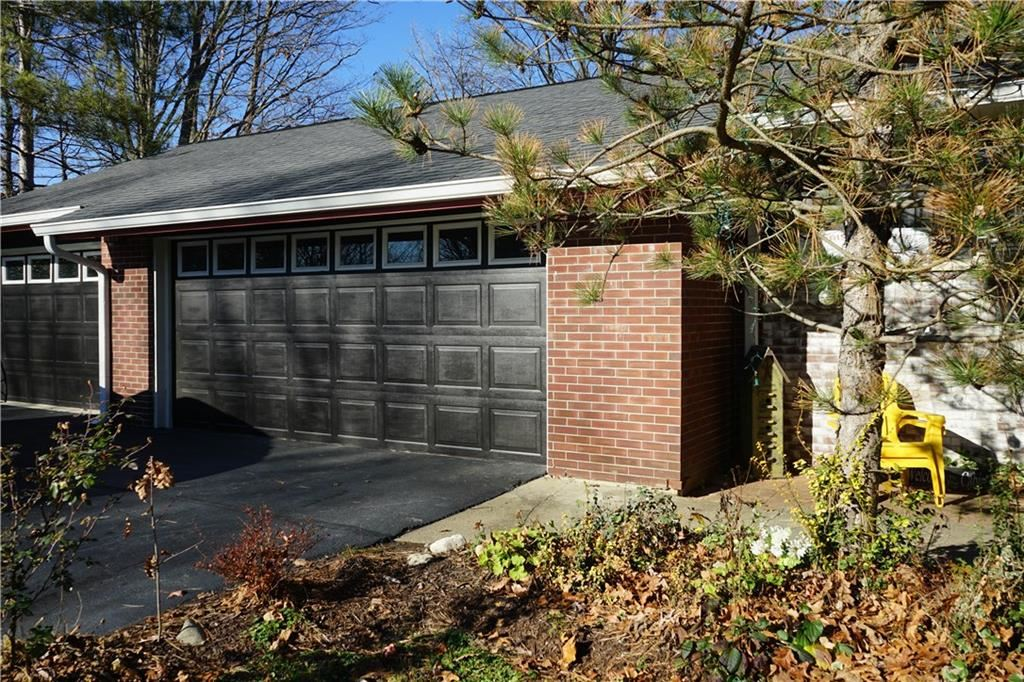 Photo of 6884 Hillcrest Drive, Plainfield, IN 46168 (MLS # 21751351)