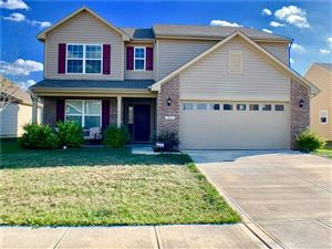 Photo of 887 Coralberry, Greenwood, IN 46143 (MLS # 21674371)