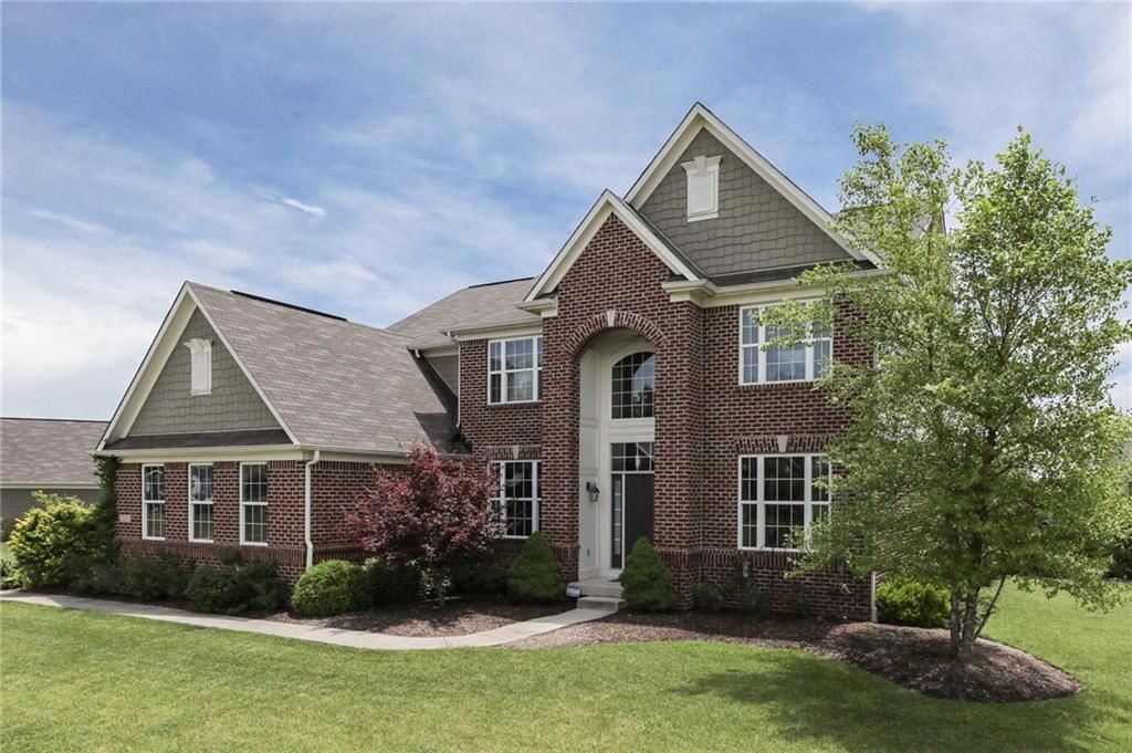 Photo of 1219 Colinbrook Circle, Greenwood, IN 46143 (MLS # 21721375)