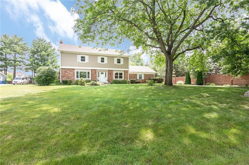 Photo of 9329 North KENWOOD Avenue, Indianapolis, IN 46260 (MLS # 21722392)