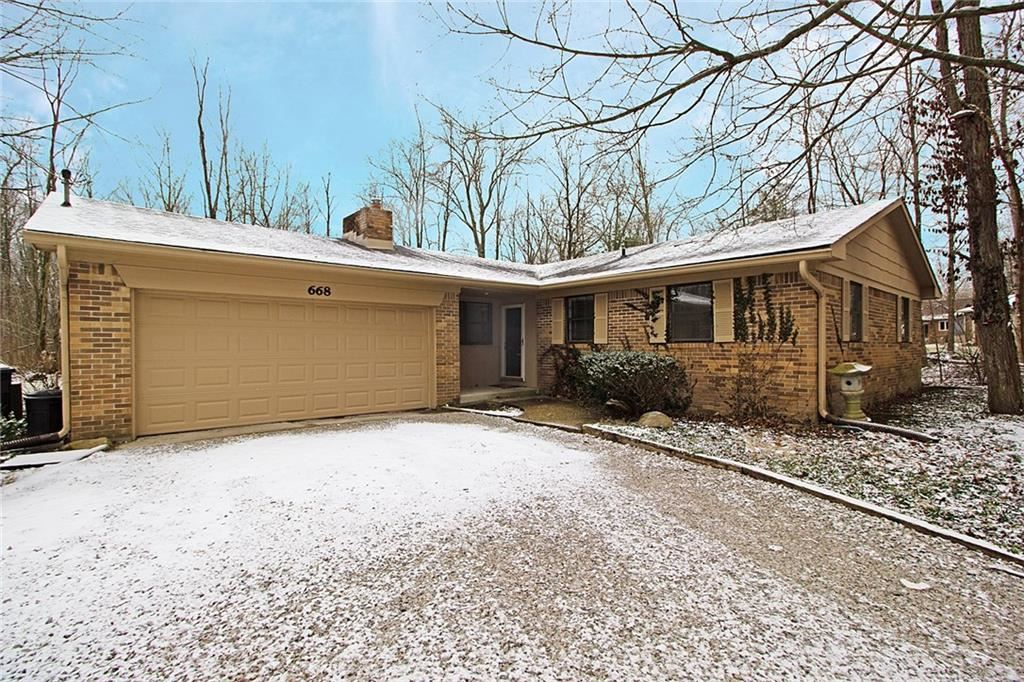 668 East Russell Lake Drive, Zionsville, IN 46077 - #: 21689439