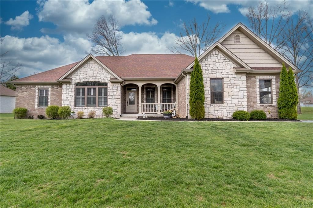 1954 Deer Creek Circle, Columbus, IN 47201 - #: 21705447