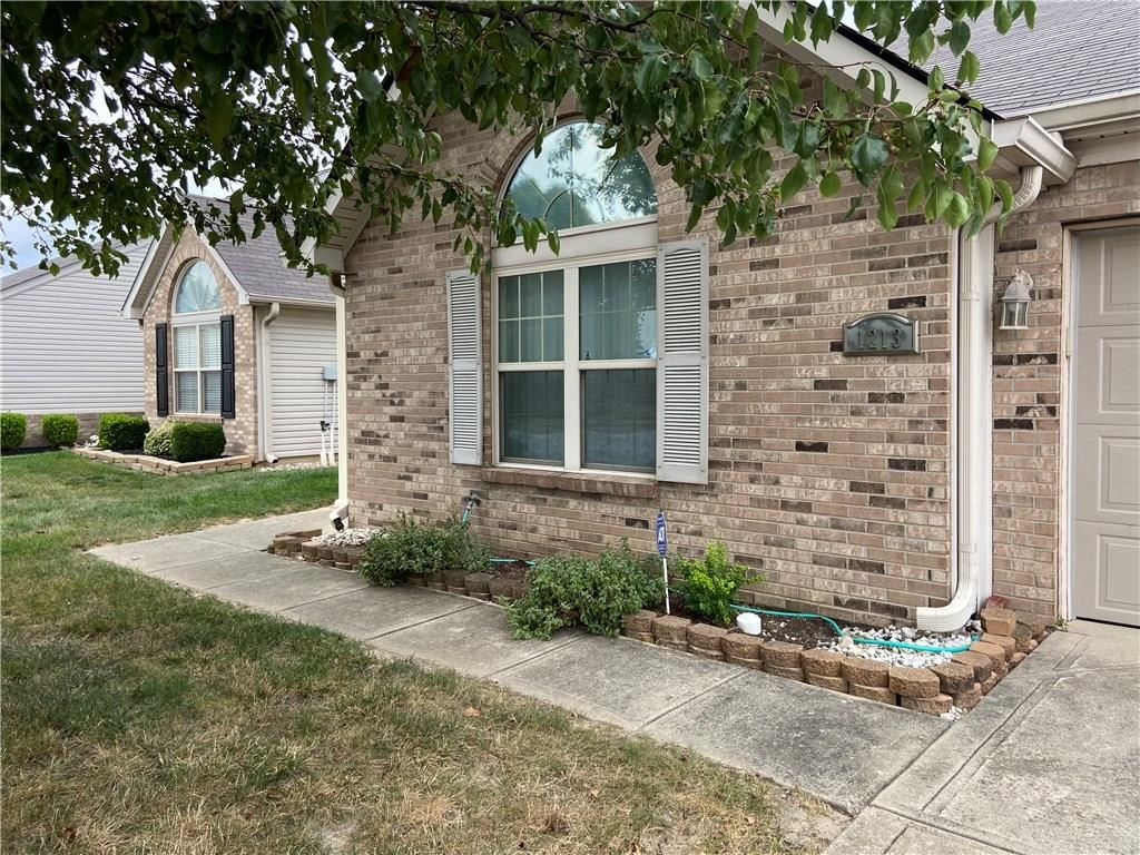 Photo of 1213 Blue Bird Drive, Indianapolis, IN 46231 (MLS # 21738447)
