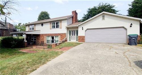 Photo of 880 Padre Lane, Greenwood, IN 46143 (MLS # 21740451)