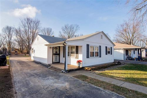 Photo of 215 Lincoln Avenue, Brownsburg, IN 46112 (MLS # 21760514)