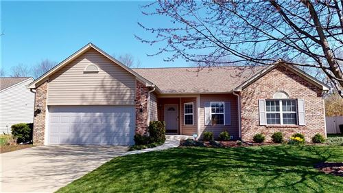 Photo of 533 New London Drive, Greenwood, IN 46142 (MLS # 21776559)