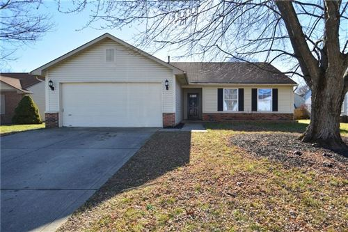Photo of 1449 Country Pointe Drive, Indianapolis, IN 46234 (MLS # 21762622)