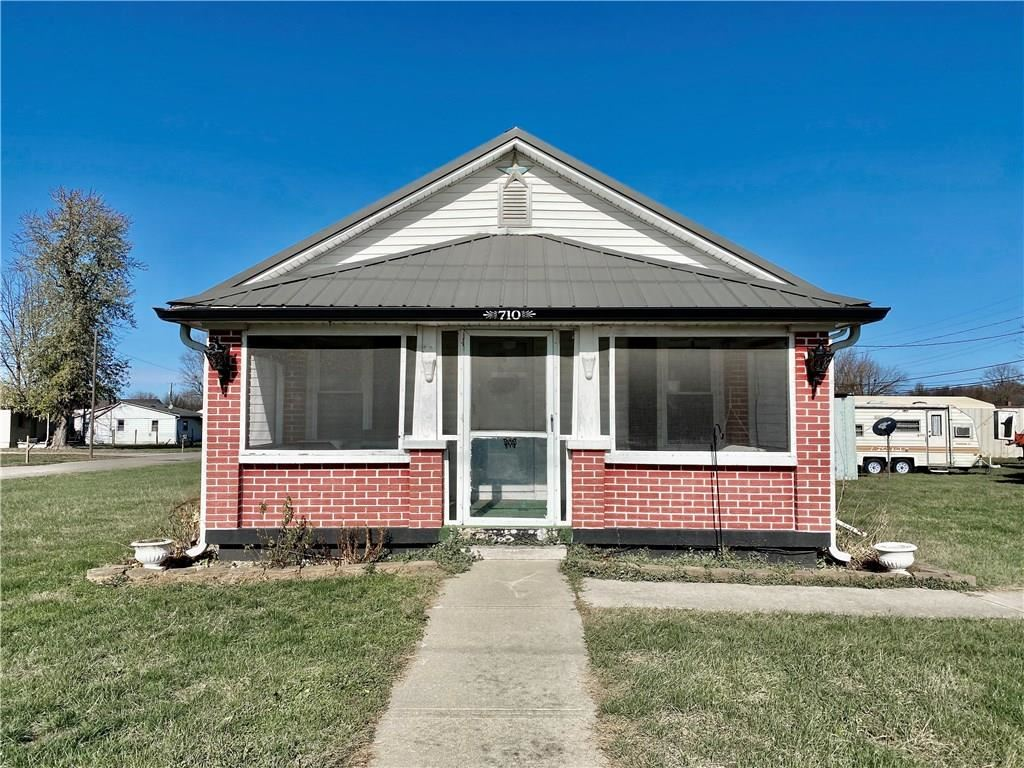 710 East Gray Street, Martinsville, IN 46151 - #: 21752633