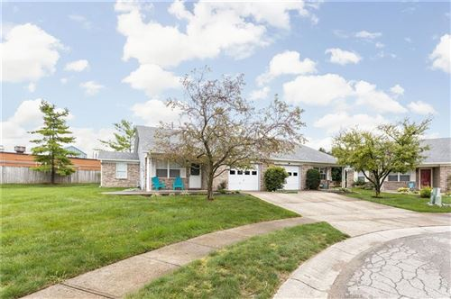 Photo of 6329 Village Oak Court, Indianapolis, IN 46236 (MLS # 21814652)