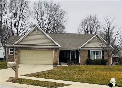 Photo of 5878 OAKHAVEN Drive, Greenwood, IN 46142 (MLS # 21760661)
