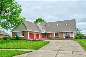 Photo of 2631 Lake Crossing, Greenwood, IN 46143 (MLS # 21642708)