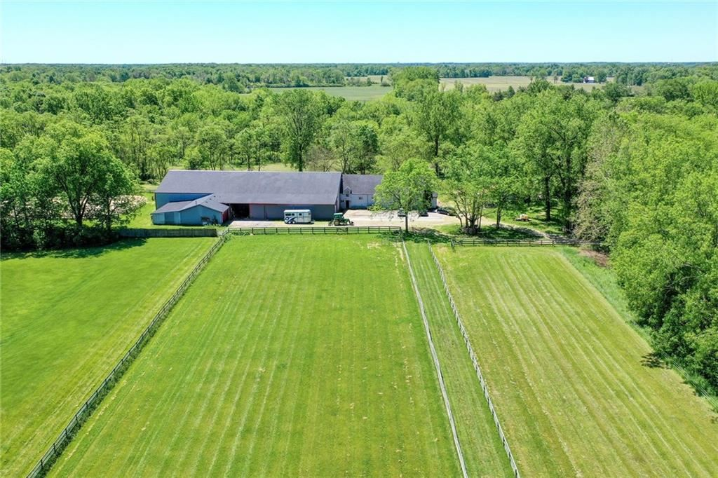 Photo of 10113 North County Road 1075, Brownsburg, IN 46112 (MLS # 21718754)