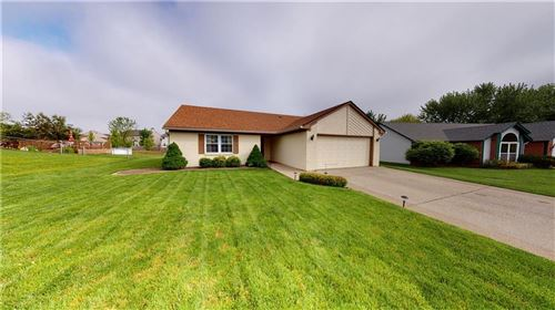 Photo of 7352 Southern Lakes Drive, Indianapolis, IN 46237 (MLS # 21711762)