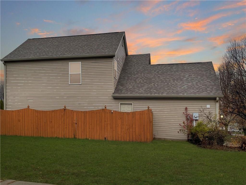 Photo of 946 Thornwood Drive, Greenwood, IN 46143 (MLS # 21754800)