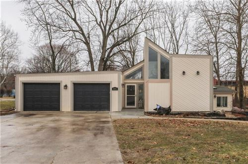 Photo of 6601 East Edgewood Avenue, Indianapolis, IN 46237 (MLS # 21696820)
