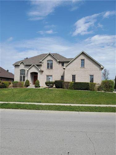 Photo of 516 Walnut Woods Drive, Greenwood, IN 46142 (MLS # 21776820)