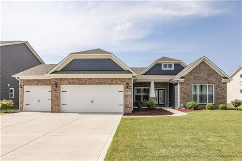Photo of 1337 Fieldcrest Lane, Greenwood, IN 46143 (MLS # 21731896)