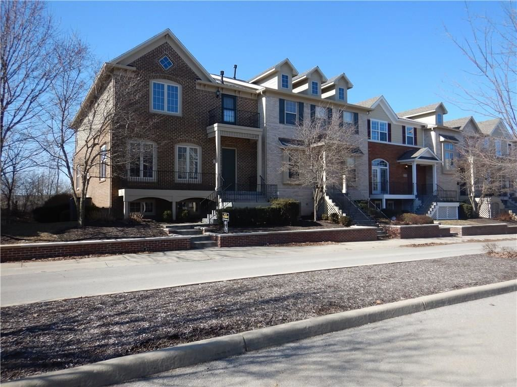 220 Manchester Drive, Zionsville, IN 46077 - #: 21693968