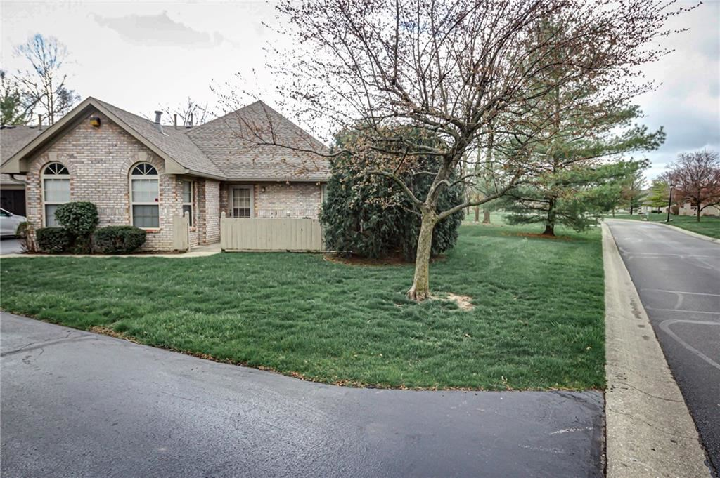 Photo of 7545 BRIARSTONE Drive, Indianapolis, IN 46227 (MLS # 21775968)
