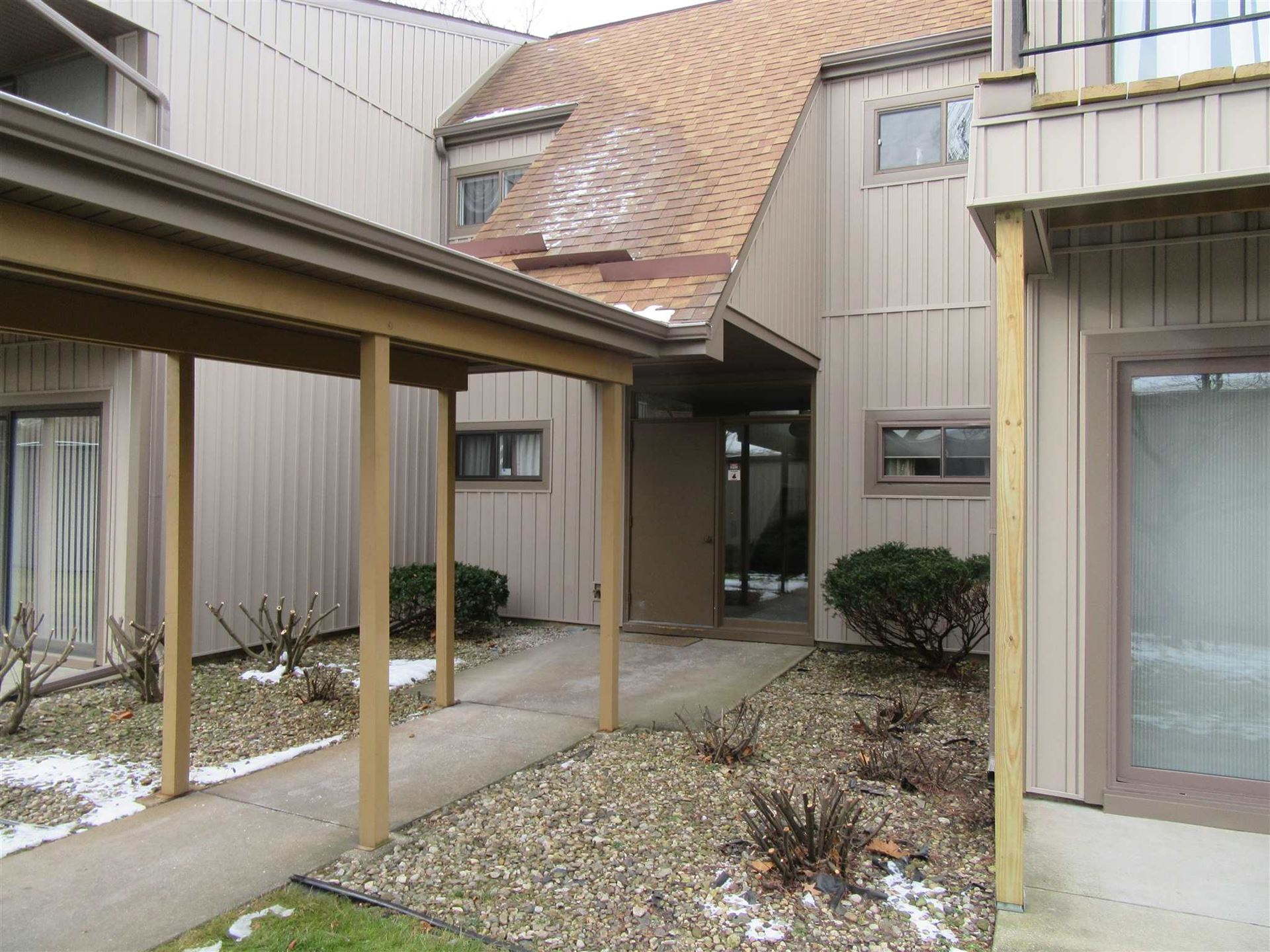 2005 Waterview Court #B, South Bend, IN 46637 - #: 202050018